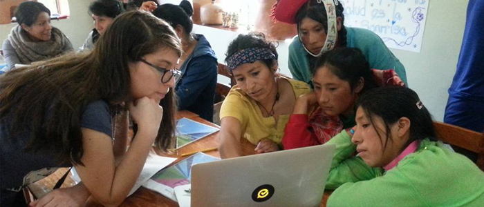 Andrea Del Rio running a technology workshop in the highlands of Peru